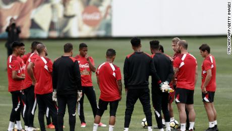 Peruvian national team footballers take part in a training session in Lima on November 4, 2017 ahead of their FIFA 2018 World Cup South American qualifier against New Zealand. / AFP PHOTO / STR        (Photo credit should read STR/AFP/Getty Images)