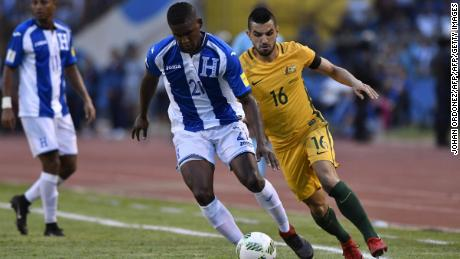 Honduras' Brayan Beckeles (C) drives the ball past Australia's Aziz Behich during the first leg football match of their 2018 World Cup qualifying play-off in San Pedro Sula, Honduras, on November 10, 2017. / AFP PHOTO / Johan ORDONEZ        (Photo credit should read JOHAN ORDONEZ/AFP/Getty Images)