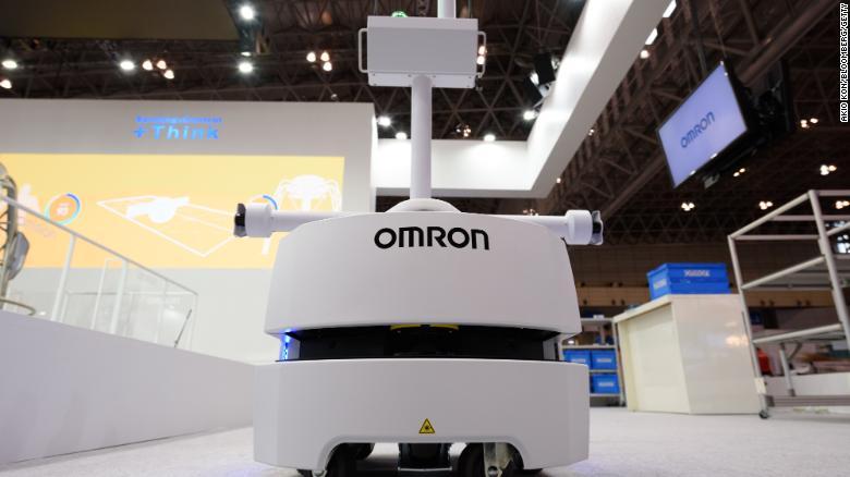 Искусственный интеллект Omron (AI) Автоматический транспортный мобильный робот в CEATEC.