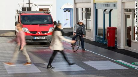 The crossing also providers warning signals in situations where vehicles could cause blind spots for other road users.