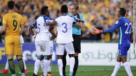 SYDNEY, AUSTRALIA - NOVEMBER 15:  Honduras players argue with referees after a penalty kick was given to the Socceroos during the 2018 FIFA World Cup Qualifiers Leg 2 match between the Australian Socceroos and Honduras at ANZ Stadium on November 15, 2017 in Sydney, Australia.  (Photo by Matt King/Getty Images)