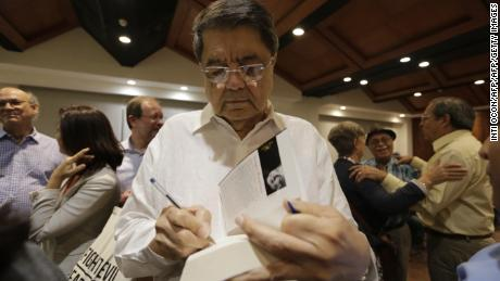 "Nicaraguan writer Sergio Ramirez signs fan´s books during the second day of the Fifth literary festival ""CentroAmérica Cuenta"" dedicated to two great French authors of the twentieth century, André Malraux and Albert Camus in Managua on May 23, 2017. / AFP PHOTO / INTI OCON        (Photo credit should read INTI OCON/AFP/Getty Images)"