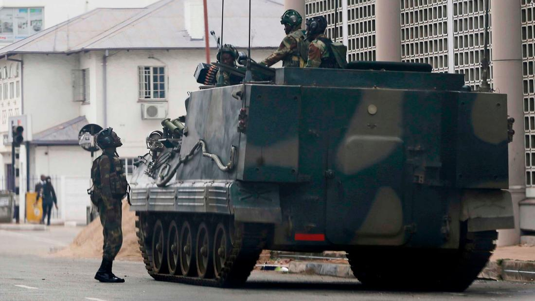 Mugabe seen in talks with military amid Zimbabwe political chaos