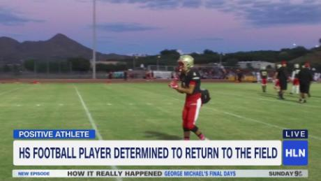Football player overcomes cancer, returns to field_00001321
