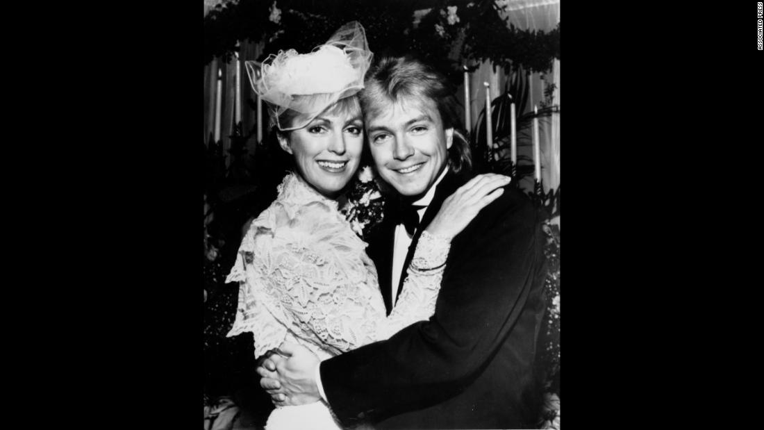 Cassidy embraces new bride Meryl Tanz in Easton, Maryland, on December 15, 1984.  Their marriage lasted only about a year.
