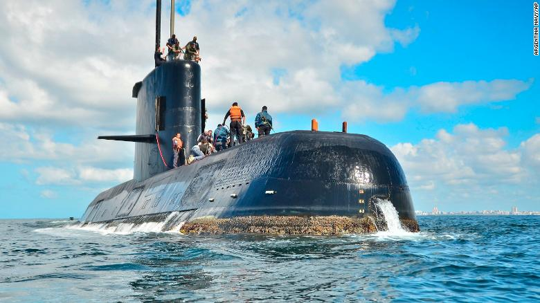 Relatives mourn missing Argentine submarine crew