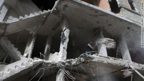Airstrikes kill 57 in Syria two days before peace talks
