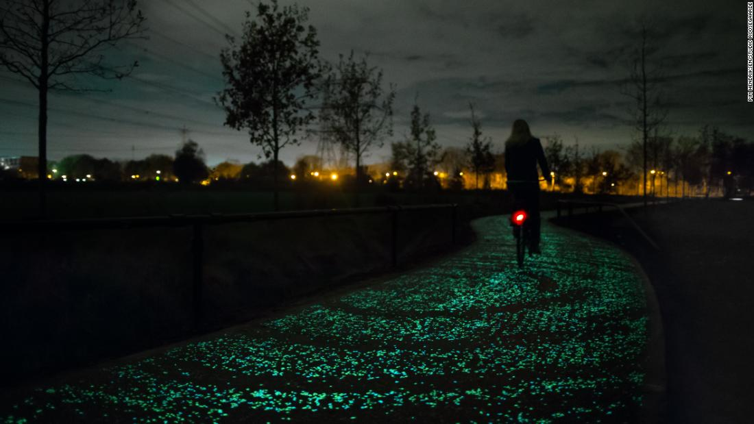 The Van Gogh Path, also by Studio Roosegaarde, is a 600-meter bike path lit by a coating on the road surface that gathers sunlight and emits energy in the evening.