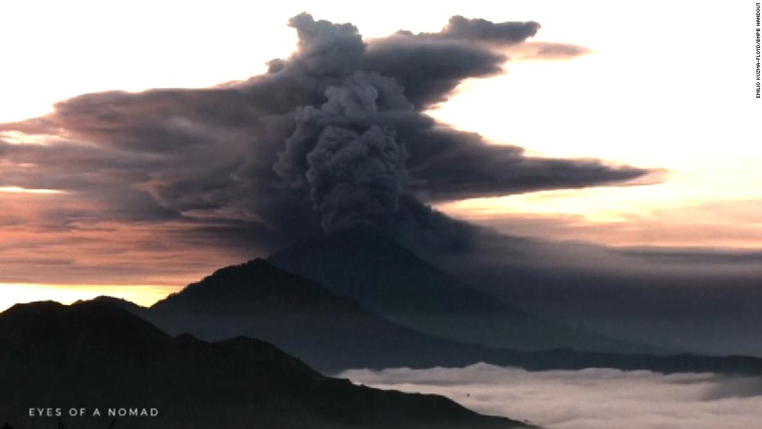 Thousands evacuated as volcano erupts - CNN Video - F3News