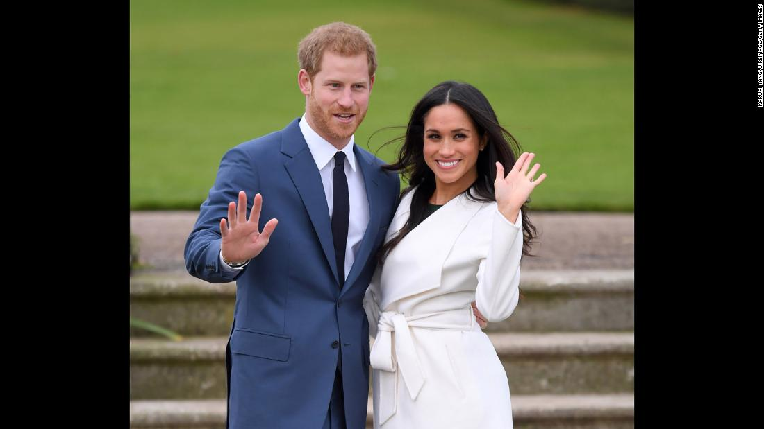 Harry and Markle take photos at Kensington Palace to announce their engagement.