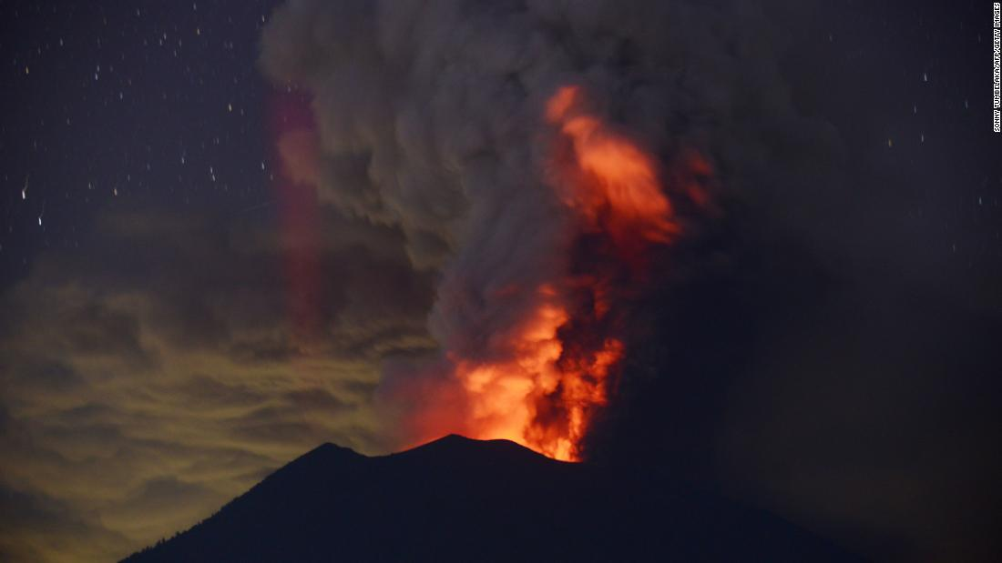 Bali volcano Residents living in evacuation zone urged to leave