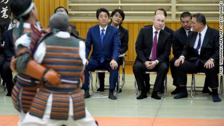 Vladimir Putin and Shinzo Abe attended a demonstration at the Kodokan in 2016.