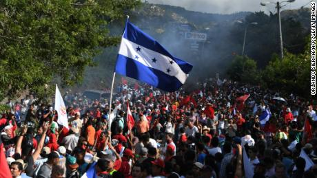 Thousands of supporters of the presidential candidate for Honduras' Opposition Alliance against the Dictatorship, Salvador Nasralla, hold a demonstration claiming that he won the November 26 elections, near the Supreme Electoral Tribunal in Tegucigalpa on December 3, 2017.  Honduras aims to resume the vote count to define the winner of the November 26 elections between President Juan Orlando Hernandez and the opposition candidate Salvador Nasralla. One young woman was killed and at least 12 civilians have been wounded during violent clashes sparked by Nasralla's call for his supporters to take to the streets.