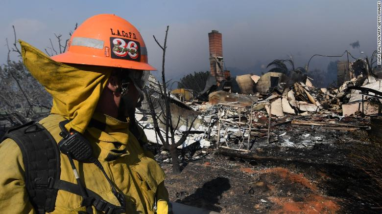 Thousands flee as winds whip California fires