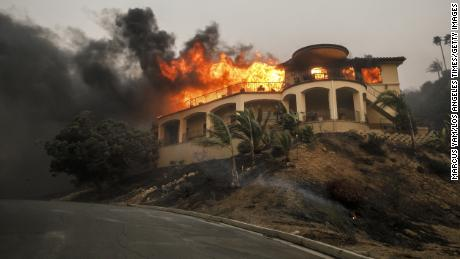 VENTURA, CA - DECEMBER 5: A mansion burns as a brush fire continues to threaten homes on December 5, 2017 in Ventura, California. (Photo by Marcus Yam / Los Angeles Times via Getty Images)