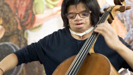 Julliard cellist plays music in the bowels of NYC subway