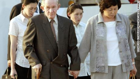 Former US soldier Charles Robert Jenkins arrives in Tokyo International Airport with his wife, Hitomi Soga and North-korea born daughters Mika (back L) and Brinda (2nd R) in July 2004.