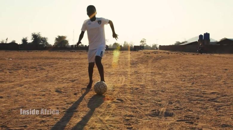 Inside Africa 90 minutes to shine: malawi's football prodigies A_00003407