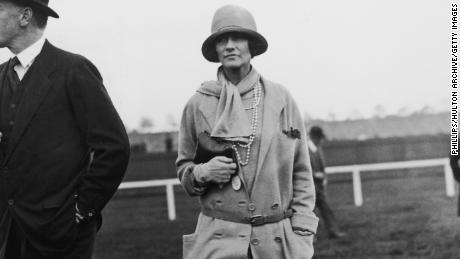 Hugh Grosvenor, 2nd Duke of Westminster (1879 - 1953) at Chester Races with French fashion designer Coco Chanel (1883 - 1971), 1st May 1924. (Photo by Phillips/Topical Press Agency/Hulton Archive/Getty Images)