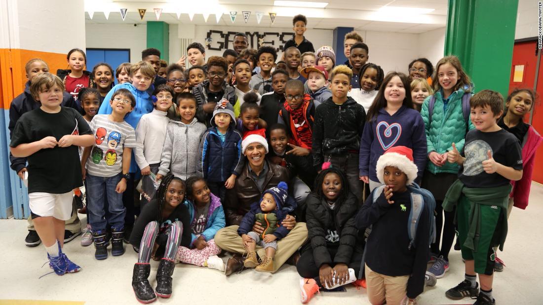 Obama dons Santa hat, brings holiday cheer to DC kids