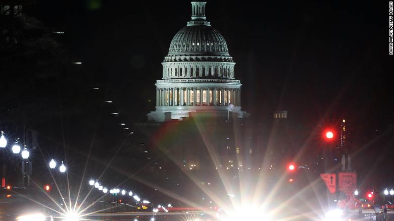 Congress approves bill, avoids shutdown