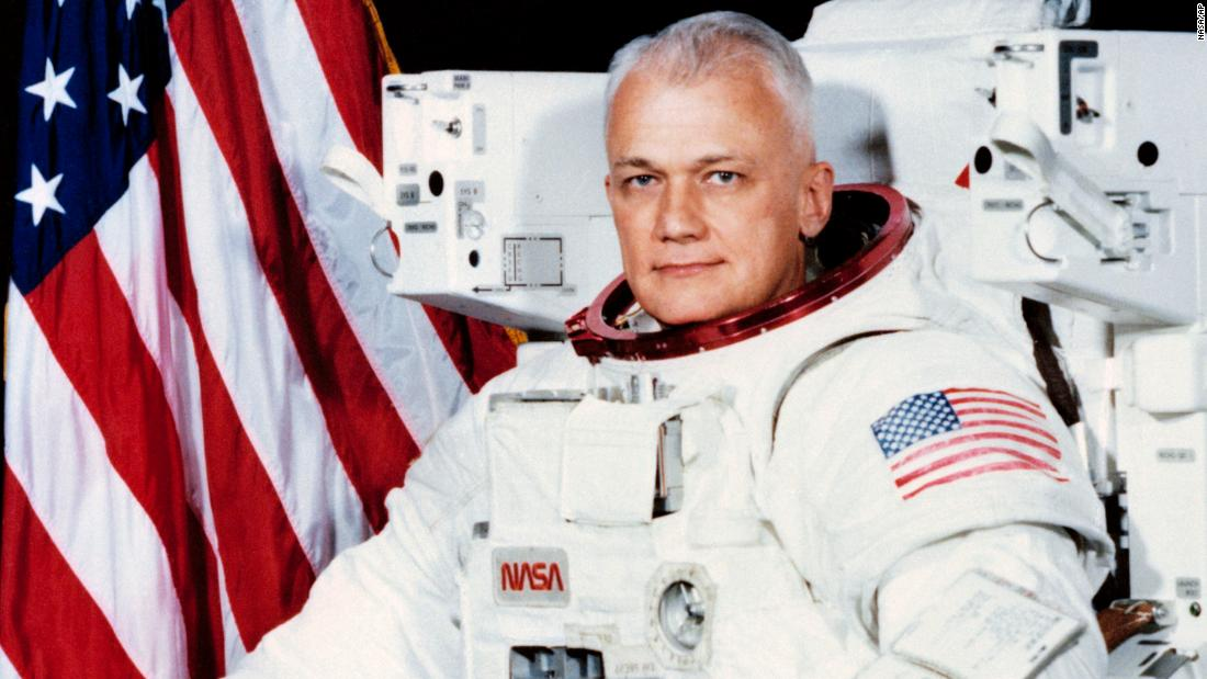 "Former astronaut <a href=""http://www.cnn.com/2017/12/23/us/obit-bruce-mccandless/index.html"" target=""_blank"">Bruce McCandless II</a>, famously captured in a 1984 photo documenting the first untethered flight in space, died December 21, NASA said. He was 80."