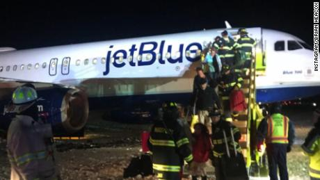 jetblue skids off taxiway