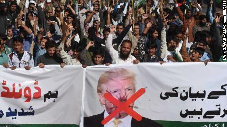 Activists of the Difa-e-Pakistan Council shout anti-US slogans at a protest in Karachi on January 2, 2018. 