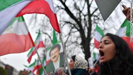 Protesters wave flags as they gather outside the Iranian Embassy in central London on January 2, 2018, in support of national demonstrations in Iran against the existing regime. / AFP PHOTO / Ben STANSALL        (Photo credit should read BEN STANSALL/AFP/Getty Images)
