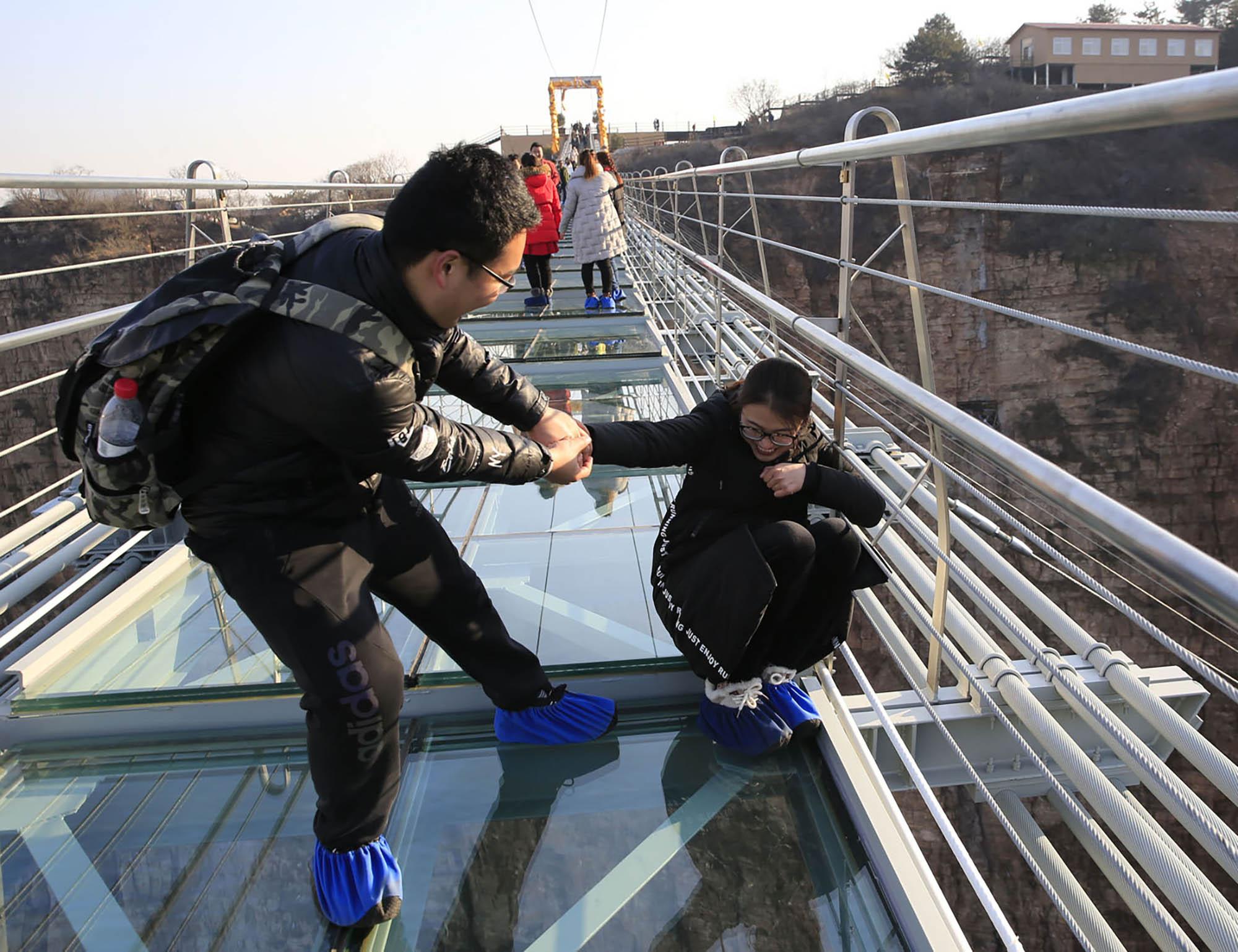 Shoe bridy transparent glass