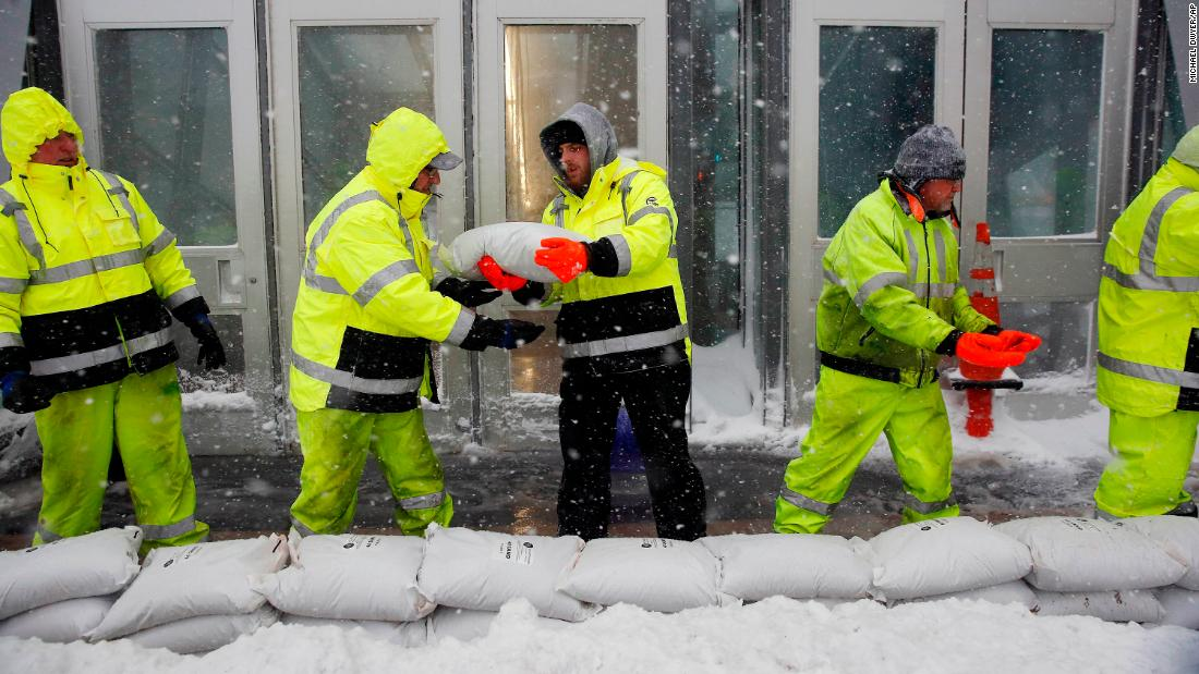 Powerful 'bomb cyclone' winter storm hits US East Coast