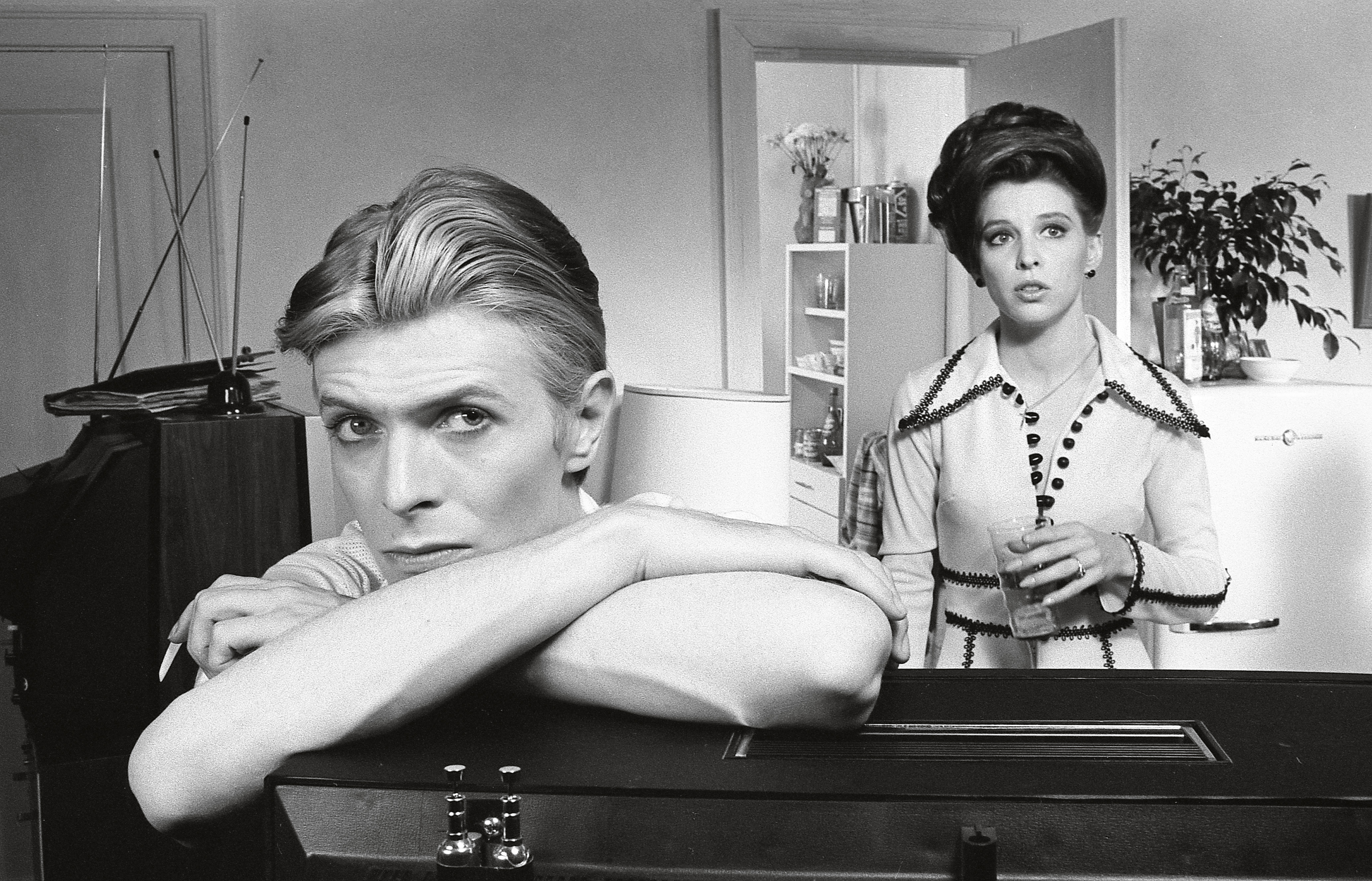 David Bowie UNSIGNED photograph The Man Who Fell to Earth N3222
