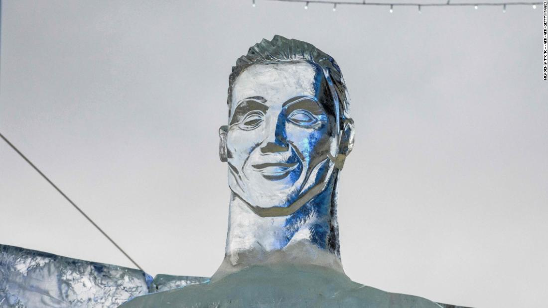 Why is it so difficult to make a good sculpture of Cristiano Ronaldo?