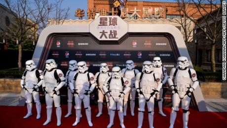 Stormtroopers pose at the red carpet for the Chinese premiere of 'Star Wars: The Last Jedi' at the Shanghai Disney Resort in Shanghai on December 20, 2017.  / AFP PHOTO / CHANDAN KHANNA        (Photo credit should read CHANDAN KHANNA/AFP/Getty Images)
