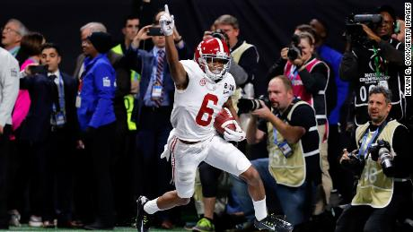 Alabama's DeVonta Smith  catches a 41-yard touchdown pass to beat the Georgia Bulldogs for the national championship.