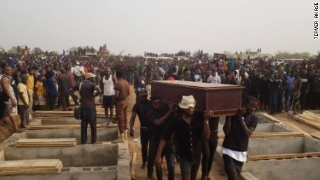 Men carrying coffin during the mass burial in Makurdi, Benue on Thursday