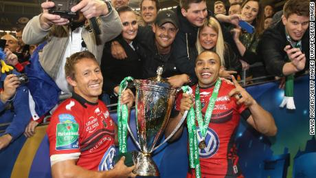 Jonny Wilkinson (left) celebrates winning the Heineken Cup with Bryan Habana and a number of Toulon fans in 2014.