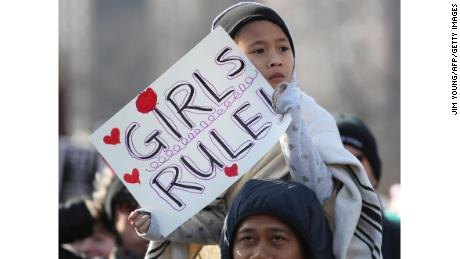 A girl holds a sign as she takes part in the Second Annual Womens March Chicago on January 20, 2018 in Chicago, Illinois. / AFP PHOTO / JIM YOUNG        (Photo credit should read JIM YOUNG/AFP/Getty Images)