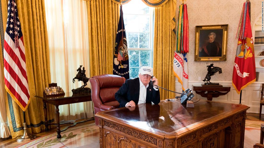 Photo of Trump during shutdown draws criticism
