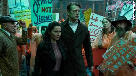Martha Higareda, Joel Kinnaman in 'Altered Carbon'