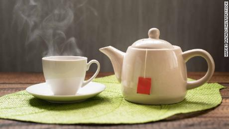 Hot tea linked to esophageal cancer in smokers, drinkers