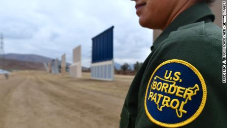 US held dozens of children, including a 1-month-old, at border for several days in last 2 개월