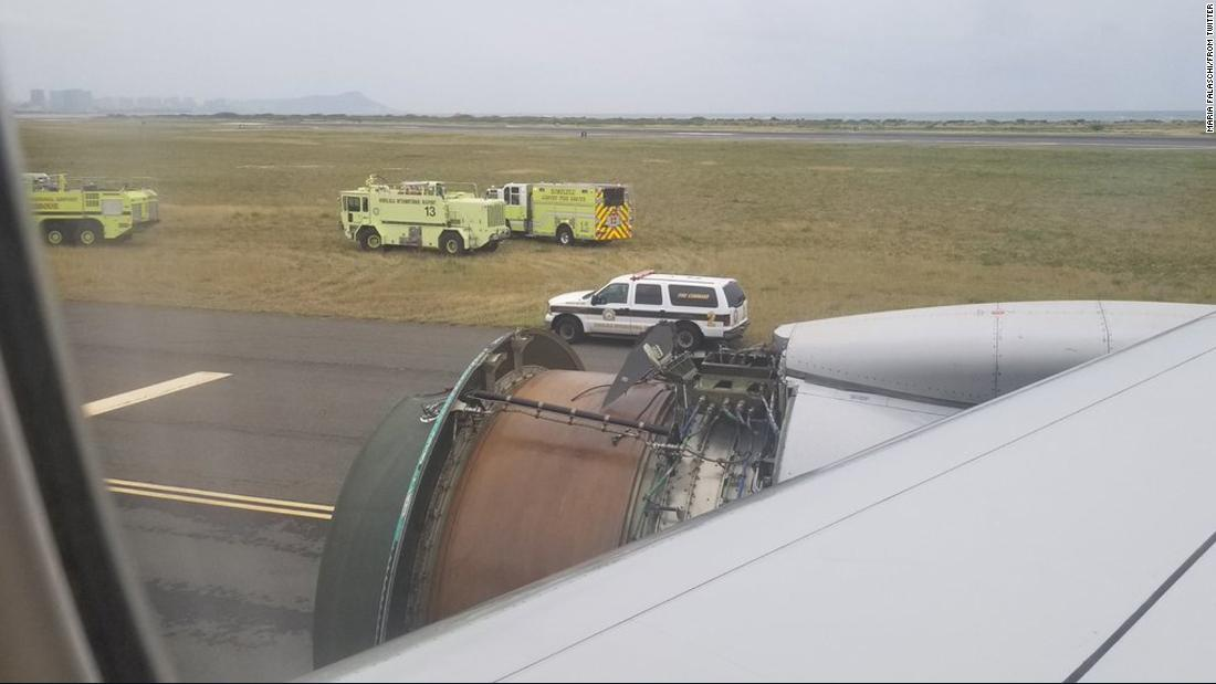 Scary landing after United flight loses engine cover