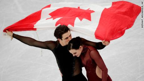 Tessa Virtue and Scott Moir of Canada celebrate during the venue ceremony after winning the ice dance, free dance figure skating final in the Gangneung Ice Arena at the 2018 Winter Olympics in Gangneung, South Korea, Tuesday, Feb. 20, 2018. (AP Photo/Bernat Armangue)