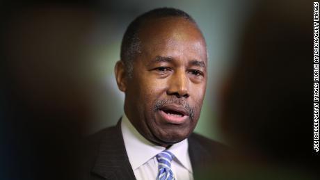 Carson à propos du HUD: