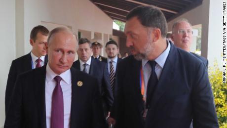 Russia's President Vladimir Putin, left, talks to Oleg Deripaska at the 2017 Asia-Pacific Economic Cooperation summit in Vietnam.