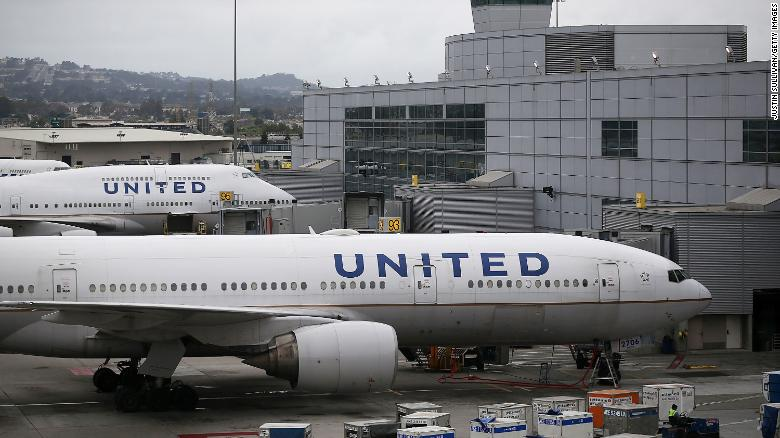 United Suspends Cargo Program for Pets