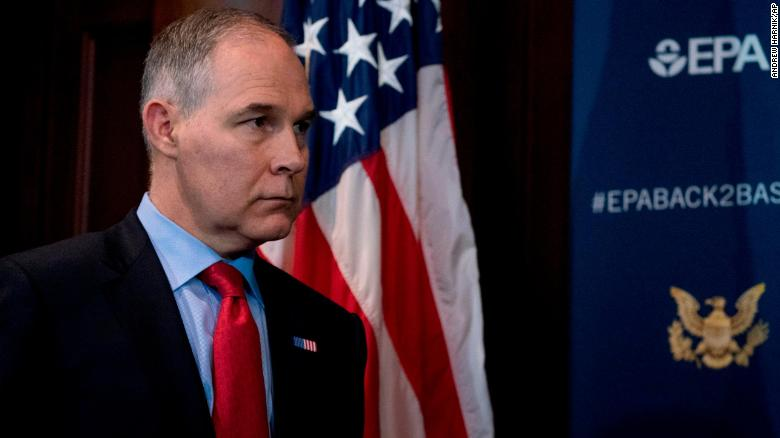 Pruitt Fights for Job in Meeting With Trump