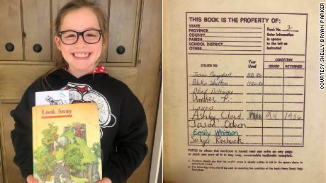 This student is excited she's reading a textbook used by Blake Shelton. Her mother is not