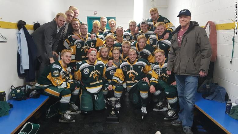 Green Bay Police wear hockey jerseys to honor bus crash victims